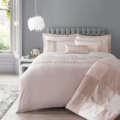 Keeley Pink Jacquard Duvet Cover and Pillowcase Set Pink