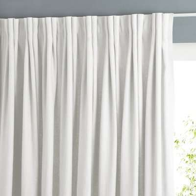Colin Single Linen Curtain with Eyelets