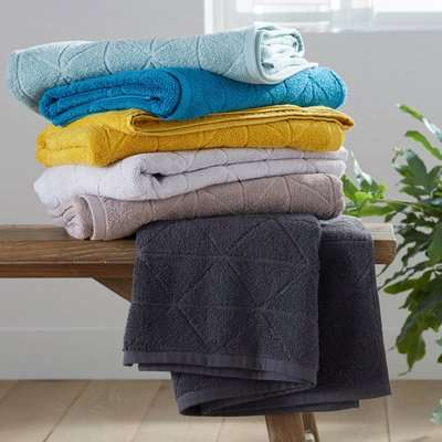 Scenario Hand Towel with Chiselled Look, 500g / m²
