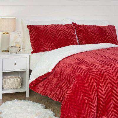 Chevron Fleece Duvet And Pillowcase Set  - Red / Super King size